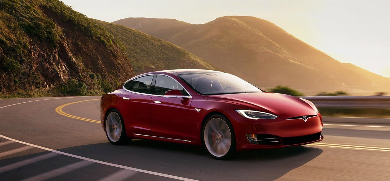 Электромобиль Tesla можно превратить в майнинг-ферму
